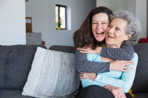 ¿Cómo podemos ayudar a los adultos mayores a sentirse emocionalmente bien?